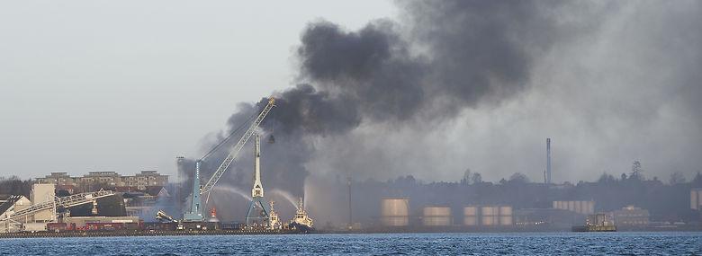 Branden på Fredericia Havn i februar 2016.<br />Foto: Claus Fisker, Ritzau Scanpix