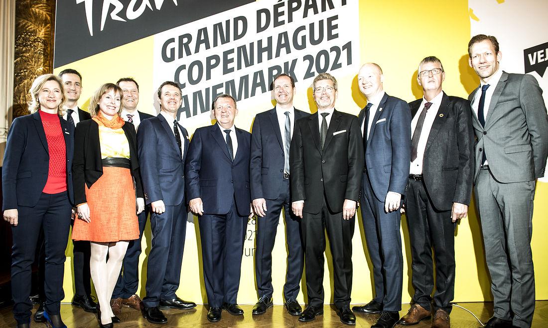 Kronprins Frederik, ministre, regionsformænd og borgmestrene fra de fem værtskommuner var samlet til offentliggørelsen af Tour de France-værtsskabet i februar. I alt skyder kommunerne i omegnen af 80 mio. kr. i projektet, og det repræsenterer den største kommunale investering i en idrætsbegivenhed i Danmark nogensinde. <br />Foto: Jonas Olufsen, Ritzau Scanpix