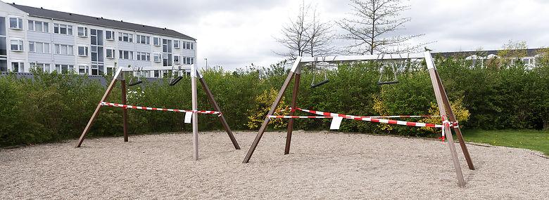 Flere gyngestativer blev afspærret efter dødsulykken. <br />Foto: Claus Bech, Ritzau Scanpix