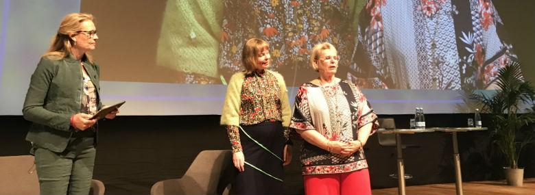 Fra venstre: moderator Lene Johansen, Joy Mogensen (S) og Jette Skive (DF)<br />Foto: Line Oxholm, KL