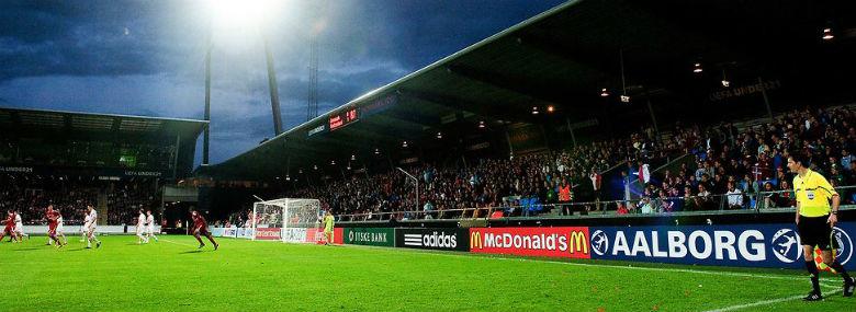Aalborg Stadion har lagt bane til U21-landsholdets kvalifikationskampe de senere år.<br />Foto: Lars Horn