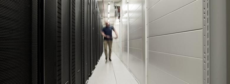 Den nye supercomputer fylder det samme som tre containere.<br />Foto: Klaus Vedfelt