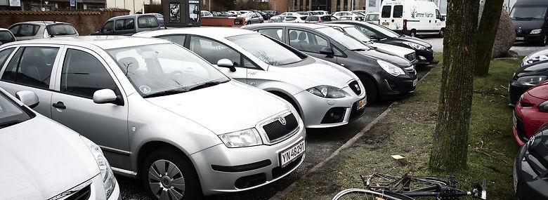 Der er masser af parkeringsregler i Hjørring, men ingen p-vagter. Så man kan holde, hvor man vil, lige så længe man vil uden konsekvenser.<br />Foto: Jens Henrik Daugaard, Ritzau Scanpix