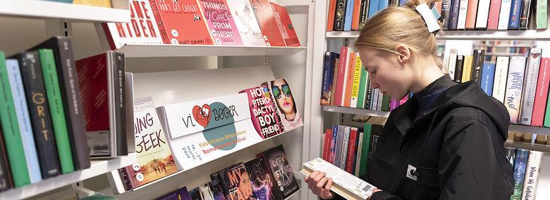 Det kniber især med at få unge til at bruge landets biblioteker, men nogle kommuner er bedre end andre til at mobilisere lånerpotentialet og gøre biblioteket til et sted, man har lyst til at opholde sig.<br />Foto: Christian Lindgren, Ritzau Scanpix