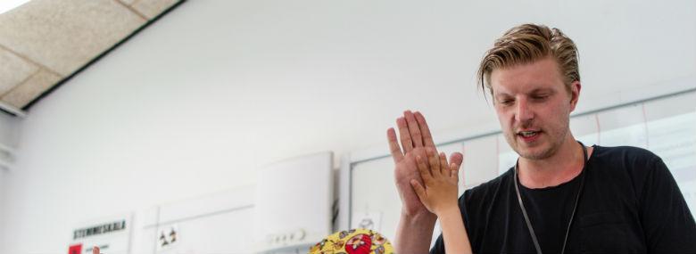 Både elever, forældre og pædagogiske medarbejdere er glade for Nest-klasserne, og selv om klassekvotienten er lav, og der er to voksne i timerne, ser økonomien ud til at hænge sammen hen over et skoleforløb. <br />Foto: Aarhus Kommune