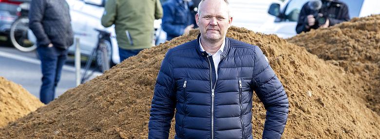 Martin Lund Madsen har brugt fire mio. kr. på sin kamp mod Vejen Kommune, som stadig slås for at lovliggøre omstridt vej på landmandens grund.<br />Foto: John Randeris, Ritzau Scanpix
