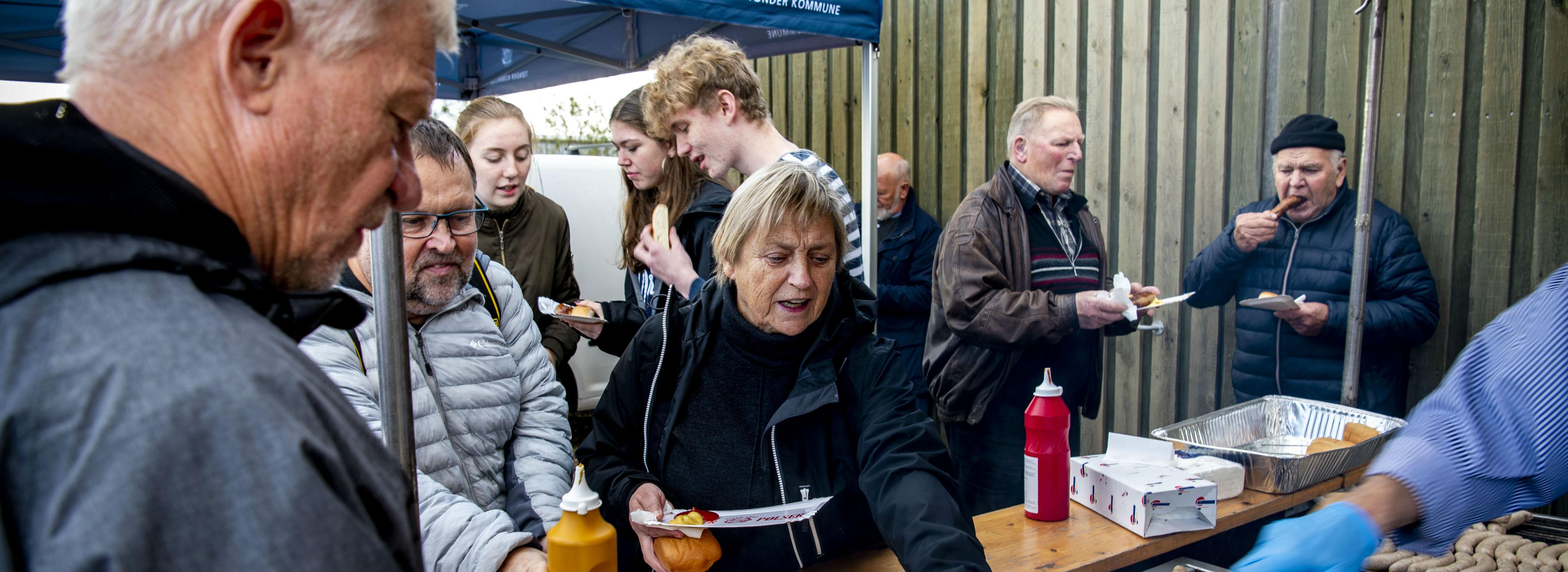 Deltidsbeboerne vil gerne være en del af det lokale liv - som da man i tirsdags fejrede første spadestik for byomdannelsen af Højer til at blive porten til Tøndermarsken.<br />Foto: Tøndermarsk Initiativet