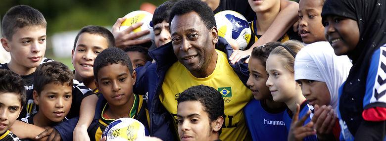 Get2sport arbejder med fodboldskoler i belastede boligområder - verdensstjernen Pelé var for et par år siden på besøg på en af skolerne i Brønshøj.<br />Foto: Khan Tariq Mikkel, Ritzau Scanpix