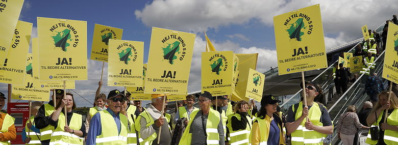 Demonstration mod Ring 5 Syd Køge Nord Station, da højhastighedsbanen fra Ringsted til København blev officielt indviet i maj.<br />Foto: Martin Sylvest, Ritzau Scanpix