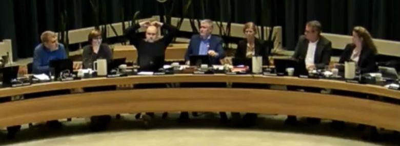 <br />Foto: Fra tv-optagelsen af byrådsmødet.