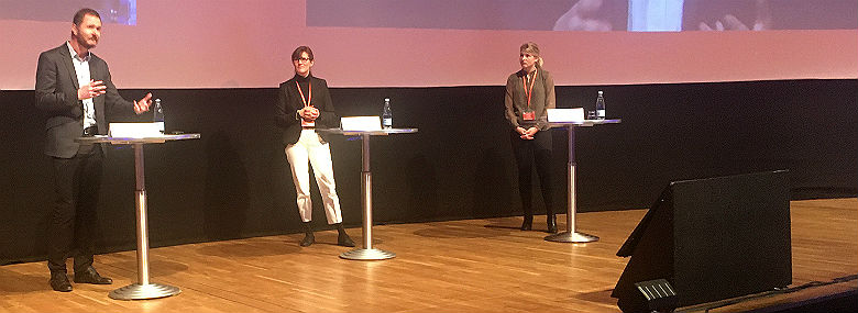 Fra venstre professor Søren Serritzlew fra Aarhus Universitet og borgmestrene Benedikte Kiær (K), Helsingør, og Christina Krzyrosiak Hansen (S), Holbæk.<br />Foto: Michael Kjærgård, dknyt