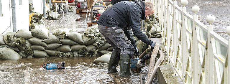 Lavtryk ledsaget af kraftig vind giver forhøjet vandstand og lokale kystnære oversvømmelser - her ved Restaurant Kolvig i Ribe midtby.<br />Foto: John Randeris, Ritzau Scanpix