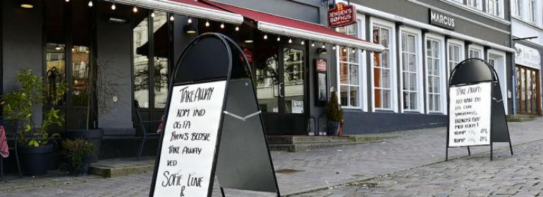 Efter at regeringen har bebudet, at restauranter skal holde lukket pga. faren for smittespredning, er mange restauranter gået over til at tilbyde takeaway.<br />Foto: Brian Bjeldbak, Ritzau Scanpix