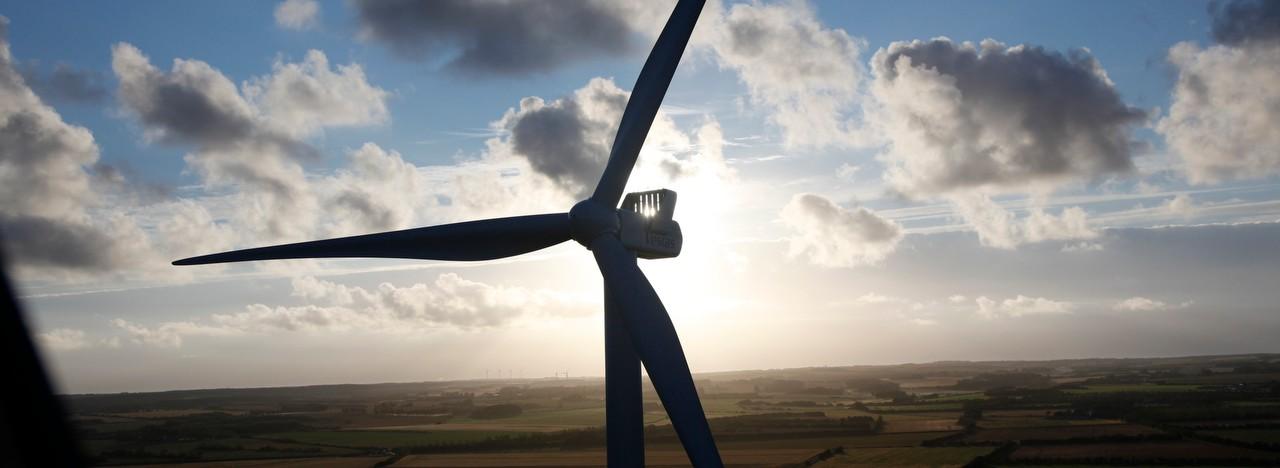 Elpriserne er i bund og presser vindmøllerne