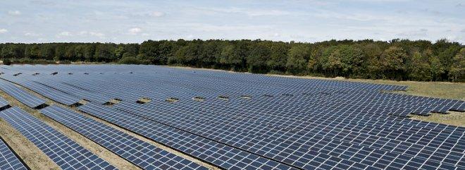 Solceller skal op på industritagene - og naboerne være medejere