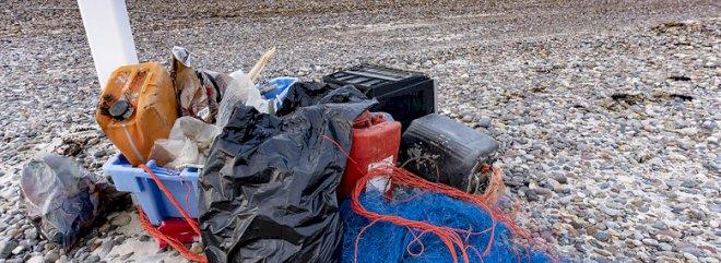 Præmie til firma der indsamler plast på stranden og genanvender det