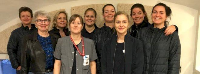 Ti sygeplejersker i Horsens rykker akut ud og aflaster læger