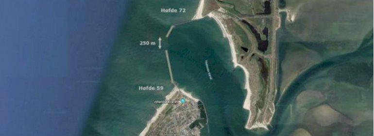 Rambøll-analysen lægger op til at reducere afstanden mellem høfderne ved indsejlingen fra de nuværende 1.200 til 250 meter.