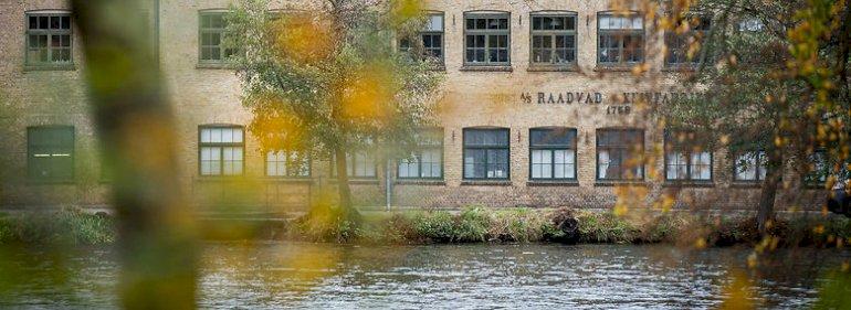 Raadvad er et ud af en række tidlige industrianlæg, der blev anlagt langs Mølleåen nord for København, hvor de udnyttede åens vand som kraftkilde. Området kaldes ofte for den danske industris vugge. <br />Foto: Niels Christian Vilmann, Ritzau Scanpix