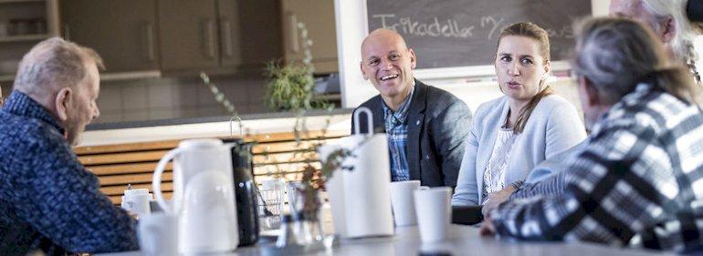 Søren Laulund i Varde på besøg på plejecenter sammen med Mette Frederiksen under valgkampen op til KV17.<br />Foto: Frank Cilius, Ritzau Scanpix.