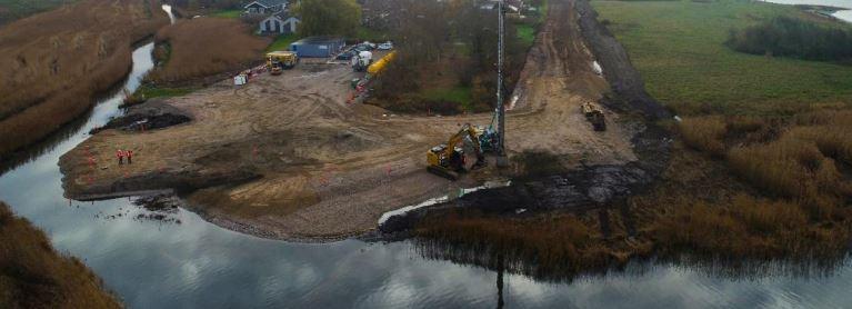 De mulden var afrømmet og den første byggeplads etableret ved digeprojektet ved Jyllinge Nordmark. Fra november 2018.