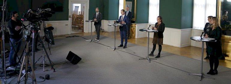 Aftalen mellem regeringen, KL og Danske Regioner blev præsenteret på pressemøde torsdag. Fra venstre KL-formand Jacob Bundsgaard (S), finansminister Nicolai Wammen (S), indenrigsminister Astrid Krag (S) og Danske Regioners formand Stephanie Lose (V).
