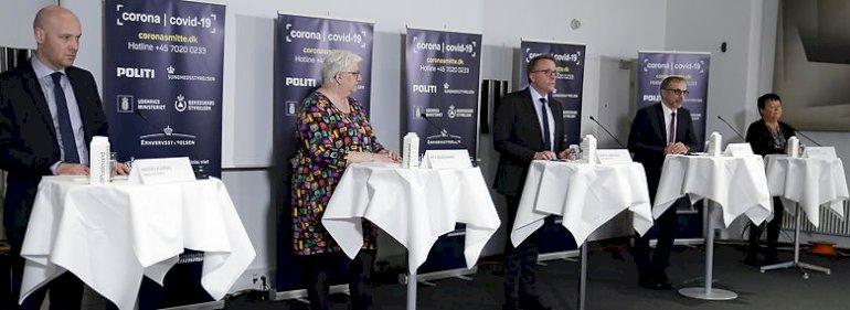 Aftalerne blev præsenteret på et pressemøde med fra venstre Anders Kühnau (S) fra Danske Regioner, Rita Bundgaard fra Centralorganisationernes Fællesudvalg, skatteminister Morten Bødskov (S), Michael Ziegler (K) fra KL og Mona Striib fra Forhandlingsfællesskabet. Desuden deltog Grete Christensen fra Sundhedskartellet.