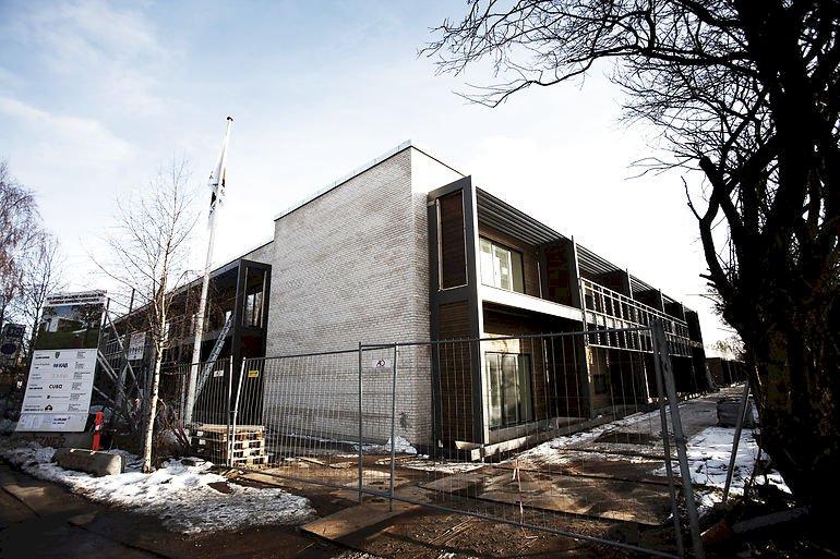 Flere kommuners foretrukne løsninger er at oprette akutpladser på plejehjem, hvor der allerede er midlertidige pladser eller rehabiliteringspladser. Dette er Plejecenter Skovvang i Allerød.
