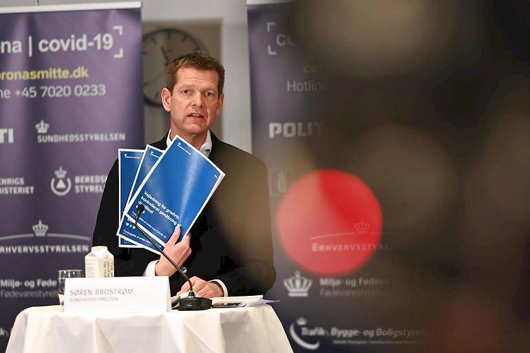 Søren Brostrøm med Sundhedsstyrelsens anbefalinger for Danmarks gradvise genåbning.