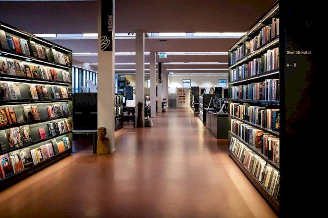 Bibliotekeråbner med afstandstape og begrænset bogkiggeri