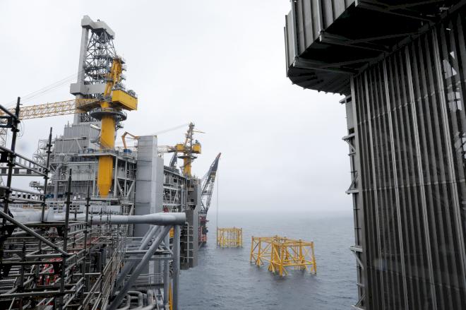 Olieprisen stiger for fjerde uge i træk, men mister pusten