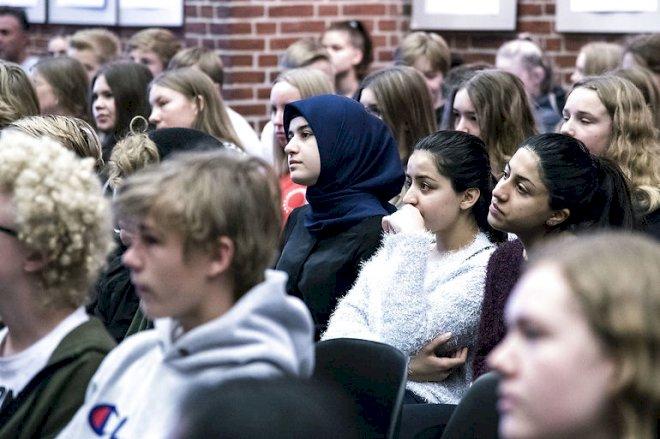 Elever med indvandrerbaggrund halter stadig efter