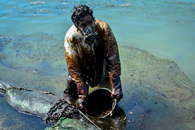 Skib lækker 1.000 ton olie og skaber miljøkrise ved Mauritius