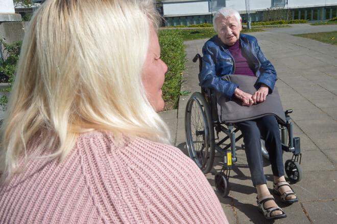 Alzheimerforeningen: Plejehjemsbeboere blev ulovligt frihedsberøvet