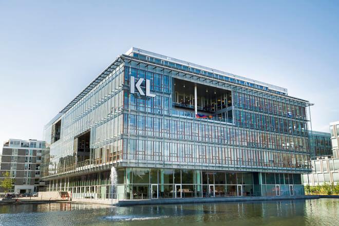 Kontorchef lod KL betale sin kones taxa-ture til lufthavnen