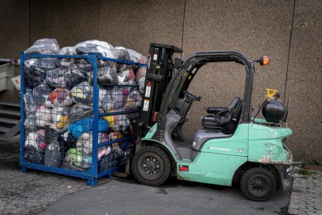 Affaldsselskaber vil have tøjbranchen til lommerne