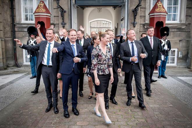 Mette F. går til dronningen efter ministerexit