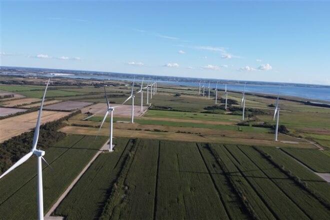 AURA køber sig ind i Danmarks største landvindmøllepark