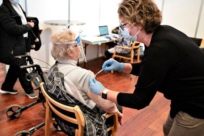 Borgere over 85 år må vente lidt på første vaccinestik