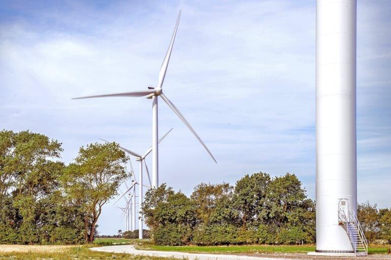 Politisk slingrekurs bremser opsætning af vindmøller