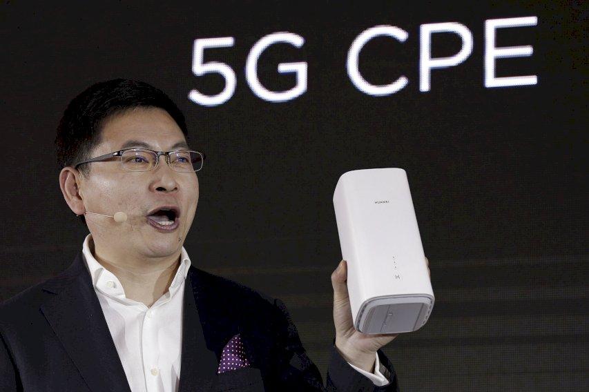 Selvom Folketinget sidste år besluttede, at Huawei ikke måtte levere det dansk 5G-netværk af frygt for spionage, fylder selskabets produkter meget på bestillingslisterne hos SKI.  - Andy Wong, AP/Ritzau Scanpix