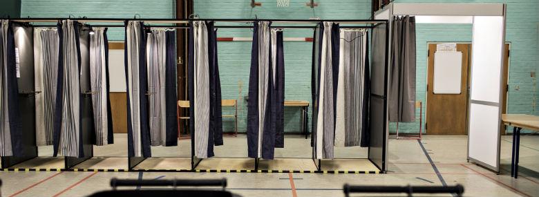 valgstederne åbner