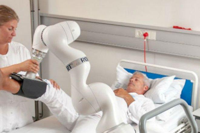 Robot genoptræner sengeliggende patienter